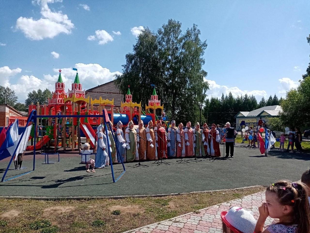 12 июня в парке, по ул.Ленина 15, состоялся праздничный концерт, посвященный Дню независимости России